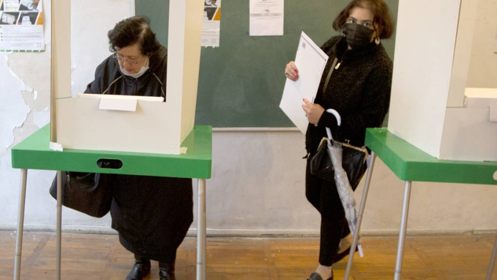 Ein Wahllokal in Tiflis. Foto: Shakh Aivazov/AP/dpa