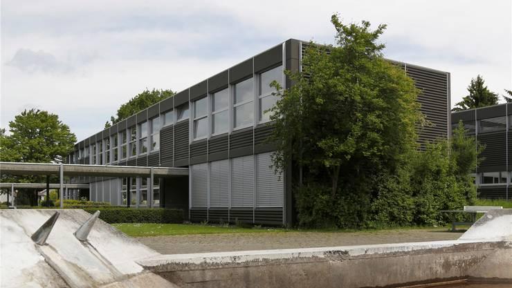 Das Kirchacker-Schulhaus soll aufgestockt werden.