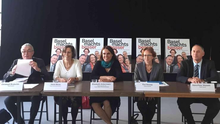 Das Fünferticket wettert bei ihrer Pressekonferenz über den bürgerlichen Wahlkampf.
