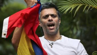 ARCHIV - Leopoldo Lopez, Oppositionsführer in Venezuela, ist nach knapp eineinhalb Jahren in der spanischen Botschaft in Caracas aus Venezuela geflüchtet. Foto: Fernando Llano/AP/dpa
