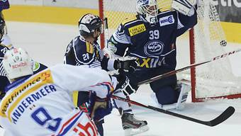Ambri-Goalie Sandro Zurkirchen kassiert das 0:1.