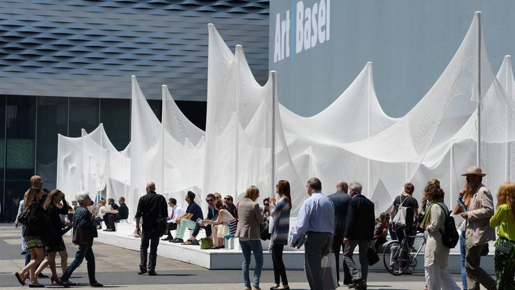 Besucher an der Kunstmesse Art Basel. (Archiv)