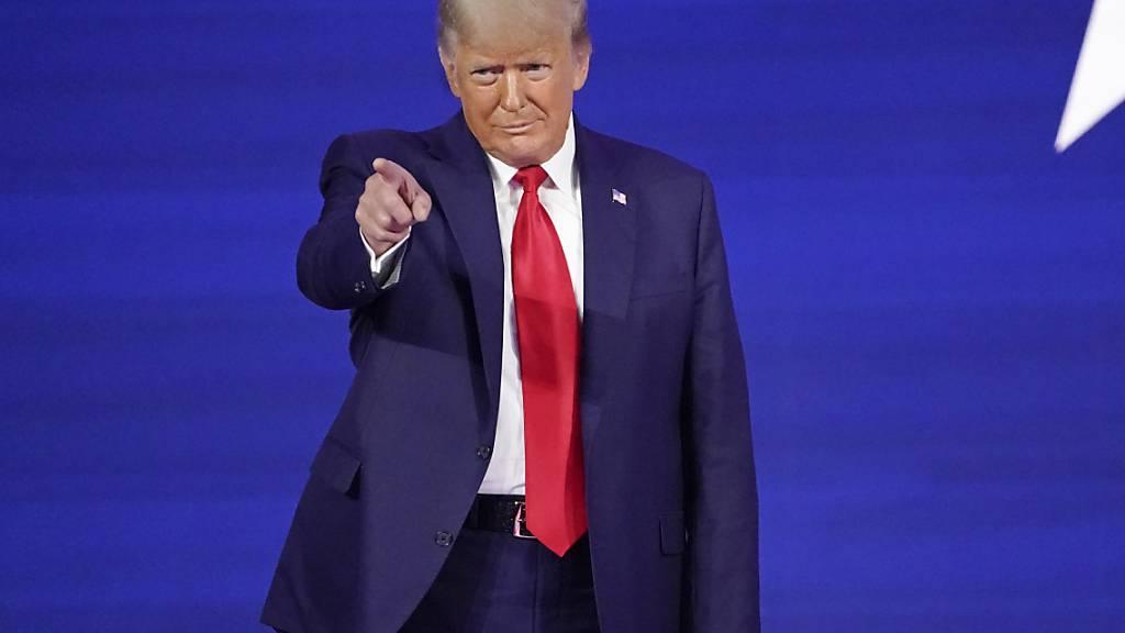 Donald Trump, ehemaliger Präsident der USA, kommt zur Konferenz CPAC, einer Veranstaltung konservativer Aktivisten. Foto: John Raoux/AP/dpa