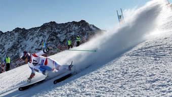 Die Skisaison beginnt an diesem Wochenende mit einem Riesenslalom der Männer und Frauen im österreichischen Sölden.