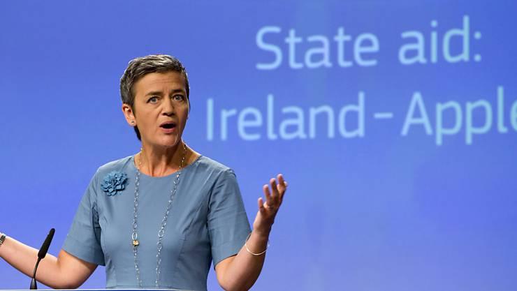 Der Streit um eine milliardenschwere Steuernachzahlung von Apple in Irland kommt vor Gericht. EU-Wettbewerbskommissarin Margrethe Vestager hatte Apple 2016 zu der Nachzahlung aufgefordert, dagegen wehren sich der Konzern und Irland.  (Archiv)