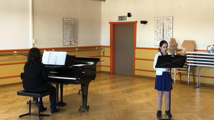 Michelle Frefel aus Dietikon hat mit der Klarinette erfolgreich den Stufentest 3 absolviert!