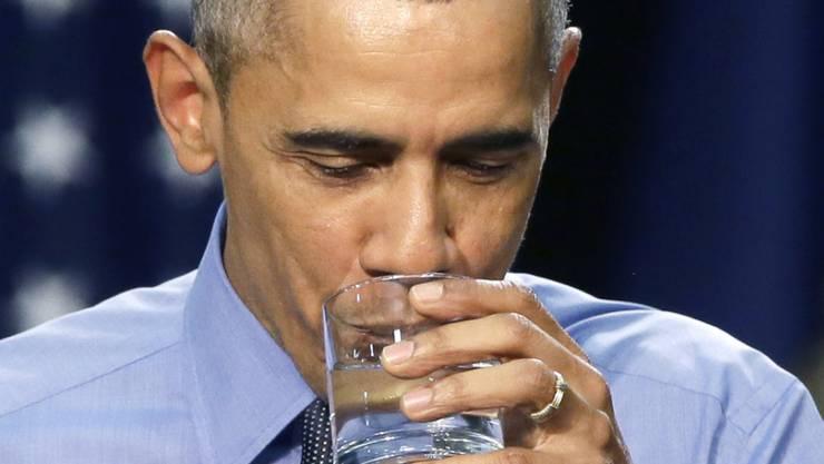 Symbolischer Schluck: US-Präsident Barack Obama trinkt Leitungswasser in der von einem Trinkwasserskandal gebeutelten Stadt Flint.