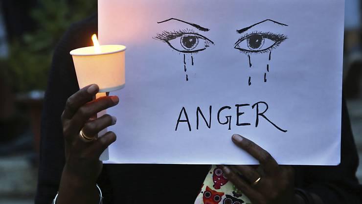 In Indien kommt es immer wieder zu Vergewaltigungen von jungen Mädchen – die Menschen demonstrieren dagegen.