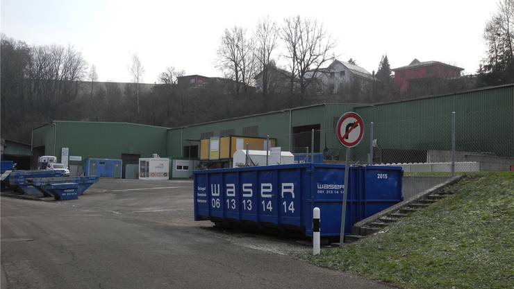 Die Herzog Hornussen AG hat das ehemalige Klein-Areal in Hornussen ersteigert. Die Parzelle dient vorderhand den neuen Eigentümern als strategische Reserve. Der Mietvertrag mit der Firma Waser läuft noch bis Ende 2019.