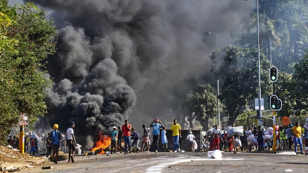 Demonstrationen gegen Plünderungen in Südafrika: Gewalt geht weiter