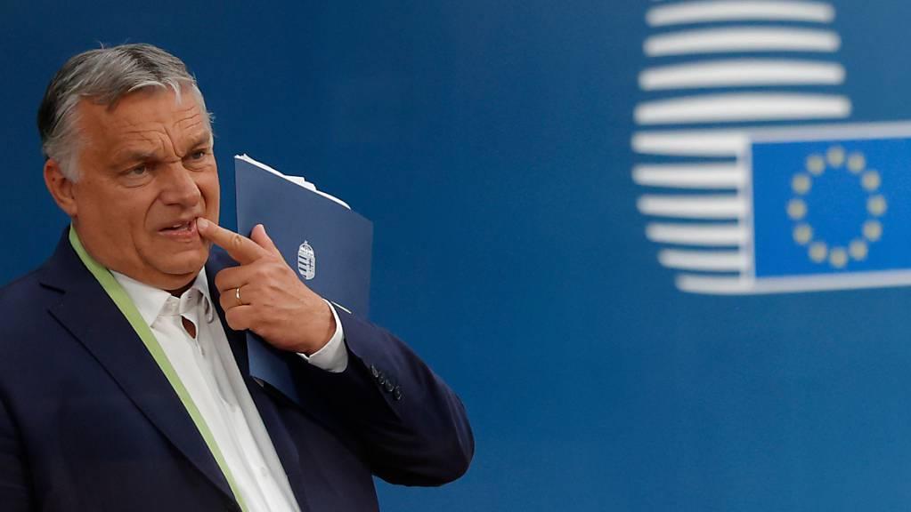 Ungarns Ministerpräsident Viktor Orben hat ein Referendum über ein umstrittenes Gesetz angekündigt, das sich gegen nicht heterosexuelle Menschen richtet. Foto: Olivier Matthys/Pool AP/dpa