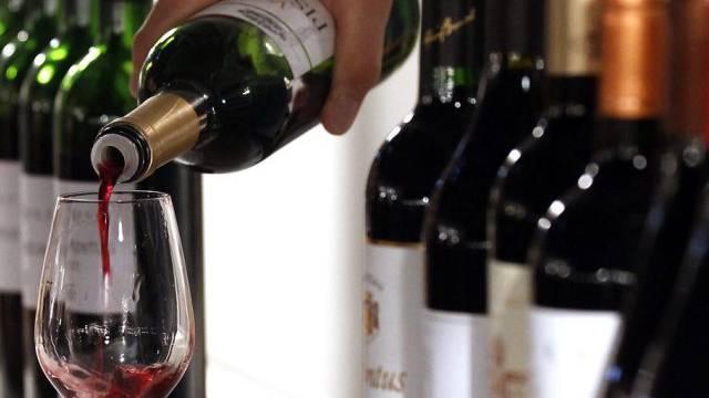 Grund für die Abnahme ist ein geringerer Weinkonsum (Symbol)