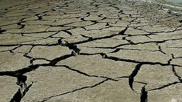Rekordhitze - Vertrockneter Boden auf Zypern (Archiv)