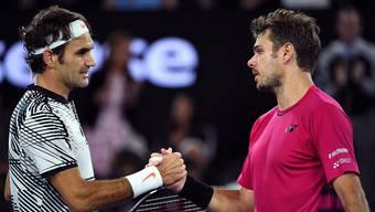 Die beiden Schweizer beim Handshake: Roger Federer und Stan Wawrinka.