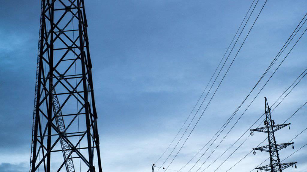 Sichert der Vorrang für Strom von ausländischen AKW im Übertragungsnetz die Versorgungssicherheit in der Schweiz, oder handelt es sich um eine ungerechtfertigte Vorzugsbehandlung? (Symbolild)