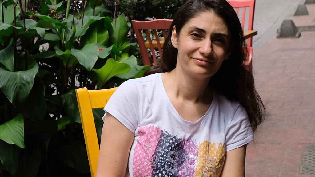 Die seit mehr als einem Jahr in der Türkei festgehaltene Kölnerin Gönül. Sie steht ab Dienstag (16.06.2020) wegen Terrorvorwürfen vor Gericht. Foto: Mirjam Schmitt/dpa
