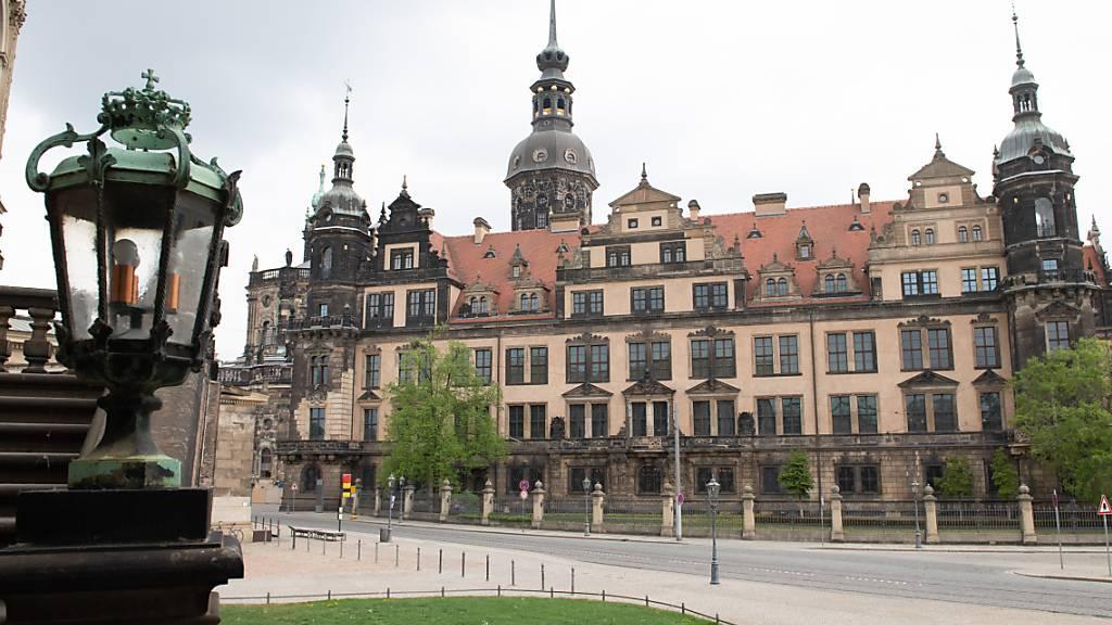 ARCHIV - Das Residenzschloss mit dem historischen Grünen Gewölbe der Staatlichen Kunstsammlungen Dresden. Foto: Sebastian Kahnert/dpa-Zentralbild/dpa