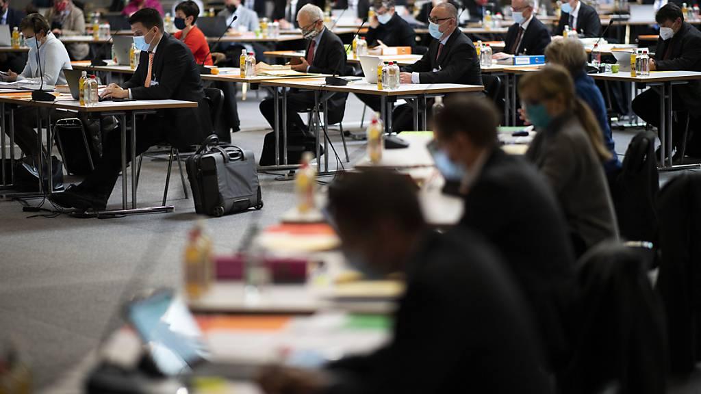 Ende September werden die Sparmassnahmen zusammen mit dem Budget vorgestellt und Ende November entscheidet dann der Kantonsrat über die beiden Vorlagen. (Archivbild)