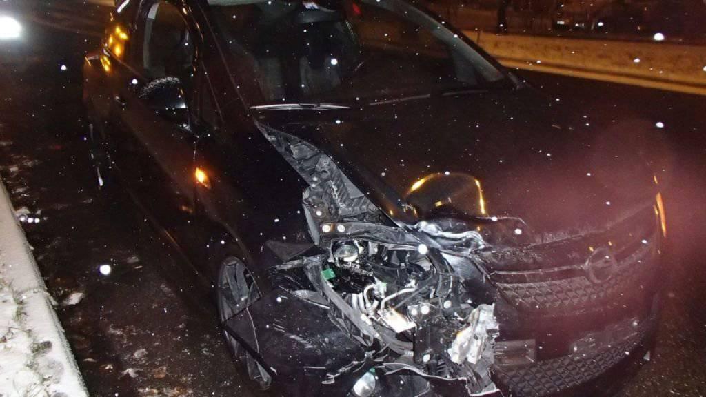 Eine stark alkoholisierte Autofahrerin übersah in Suhr ein Rotlicht und fuhr verursachte dabei einen Unfall.