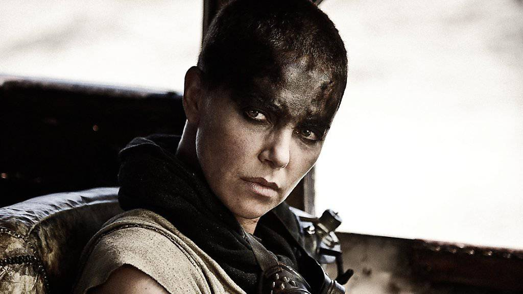 Charlize Theron - hier in «Mad Max: Fury Road» - wird in der achten Folge von «Fast and Furious» mitspielen, erneut in einer Bösewicht-Rolle. (Archivbild)