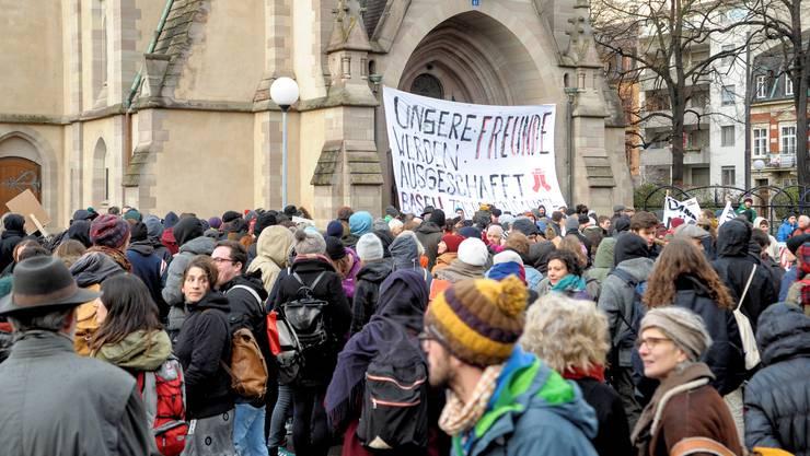 Sechs Teilnehmende der Kundgebung gegen die Räumung und Ausschaffung der Asylsuchenden vor der Matthäuskirche stehen vor Gericht.