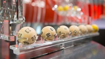 Wer den Rekordgewinn will, muss die Zahlen auf allen sieben Kugeln richtig voraussagen. Oliver Hochstrasser