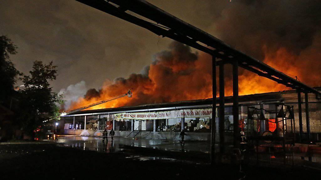 Acht Menschen starben in den Flammen der Lagerhalle in Moskau.