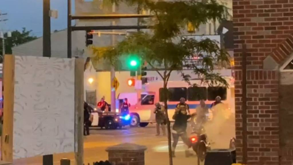 SRF: Schweizer TV-Team in Minneapolis mit Gummischrot beschossen