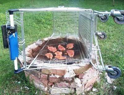 Manchmal werden Einkaufswagen auch zum Grill umfunktioniert.