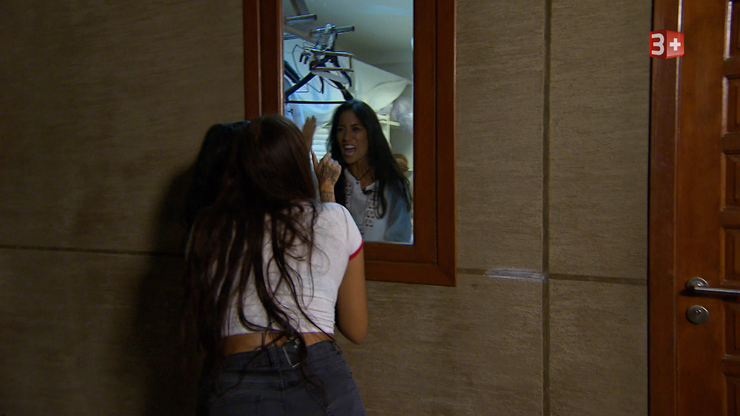 Amanda und Mia sperrten Maria in der Wäschekammer ein…