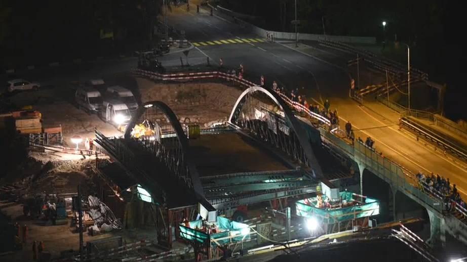 Zeitraffer: Neue SBB-Brücke Bernstrasse Oftringen wird eingeschoben