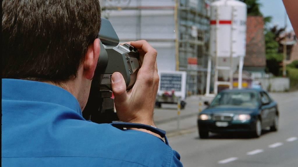 Vier Männer wurden von der Kantonspolizei St.Gallen wegen Übertreten der erlaubten Geschwindigkeit angehalten.