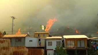 Bei heftigen Bränden in der chilenischen Hafenstadt sind mindestens 120 Häuser zerstört worden. Mehrere Viertel der Stadt wurden evakuiert. Die Altstadt von Valparaíso gehört zum Unesco-Weltkulturerbe. Die Behörden gehen von Brandstiftung aus.