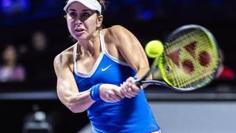 Belinda Bencic startet mit einer Niederlage ins Frauen-Masters, weil ihr nach dem gewonnenen ersten Satz eine Verletzung im linken Fuss zu schaffen macht