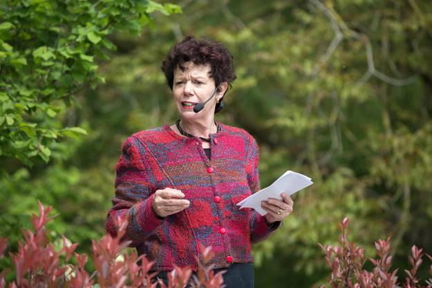 Regierungsrätin Esther Gassler fungierte als Taufpatin der neuen Aarefähre