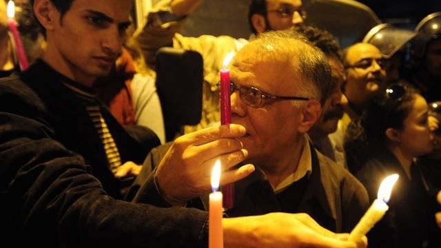 Hier wird der Opfer des Anschlags friedlich mit Kerzen gedacht - teilweise kam es aber auch zu Zusammenstössen mit der Polizei
