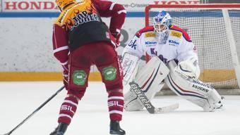 Lausanne-Topskorer Jonas Junland schliesst seinen Penaltyversuch gegen Boltshauser erfolgreich ab