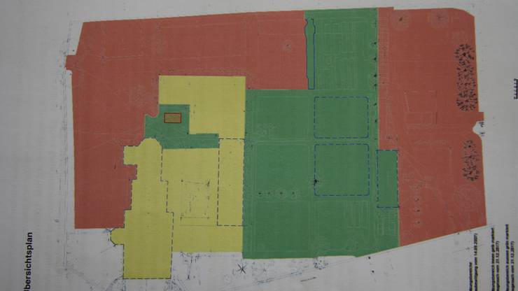 Gelb kennzeichnet die täglich mögliche Innennutzung der Gebäude, in der «grünen Zone» wären 25, in der «roten» 10 Aussenanlass-Tage pro Jahr möglich.