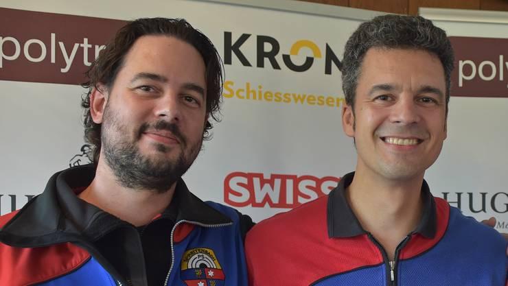 Gregor Broder (r.) von den Pistolenschützen Spreitenbach löste seinen Vereinskollegen Patrick Huber als Schweizer Meister und Rekordhalter ab.