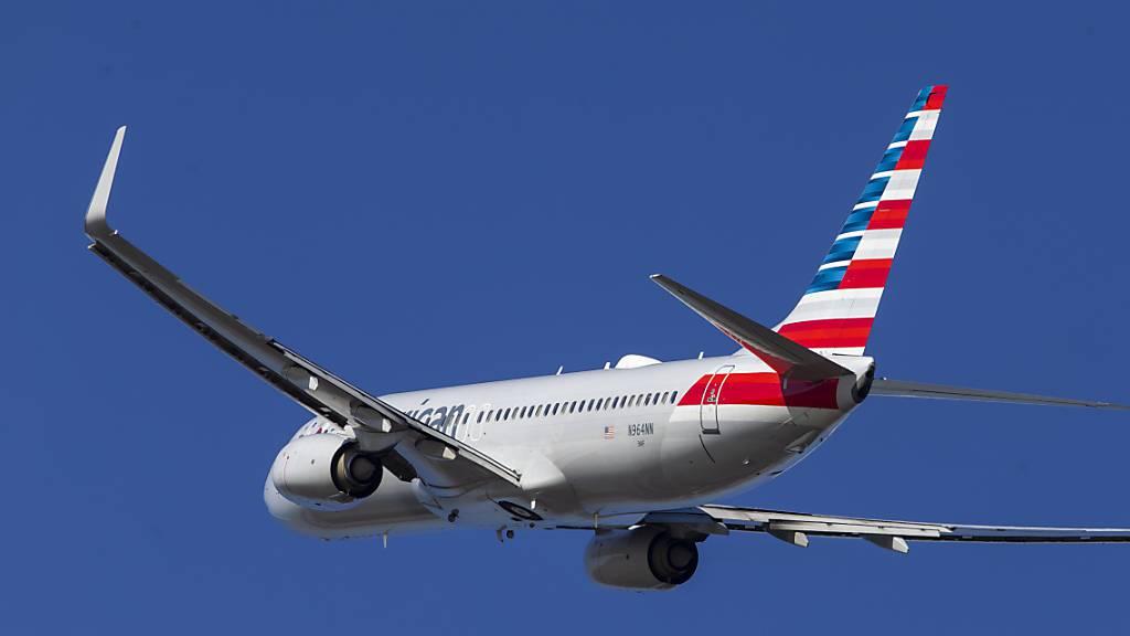Wenige Wochen nach dem Ende des Flugverbots hat in den USA erstmals wieder ein Passagierflug mit der Boeing-Unglücksmaschine 737 MAX abgehoben. American Airlines Flug 718 startete in Miami mit Ziel New York. (Archivbild)