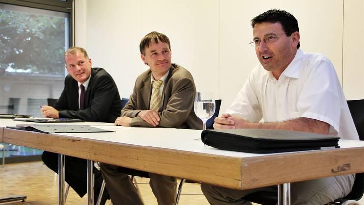 EVP-Präsident Roland Bialek (M.) fühlt Stephan Attiger (l.) und Thomas Burgherr auf den Zahn.