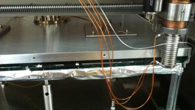 Die Versuchsanlage der Empa, mit der Doppelglas-Muster mit dem neuen Randverbund hergestellt werden (Bildquelle: empa.ch)