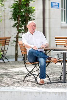 Aarau, 11. Juli: Im «Einstein» ist der Outdoor-Bereich deutlich grüner geworden – dank vielen neuen Pflanzen. Seit dem letzten Herbst in dem Lokal eigentlich alles anders. Neuer Pächter ist der Österreicher Franz Maier (53). Der ehemalige Wirt des «Tägi» Wettingen hat den Ruf, ein Top-Gastronom zu sein.
