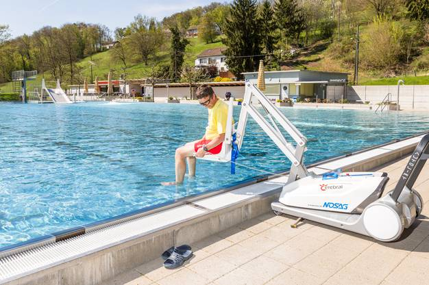 Die Badi hat neu einen Behindertenlift.