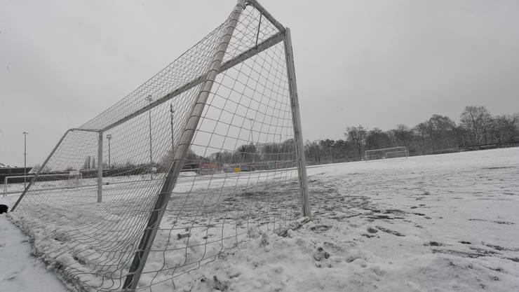 Fussballplatz Schnee