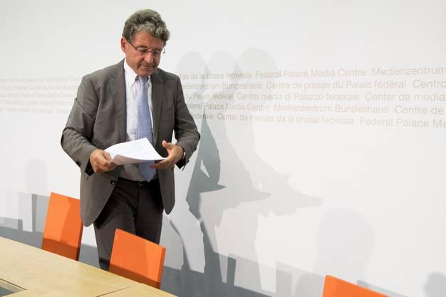 Heinz Brand (SVP GR) erscheint zur Medienkonferenz