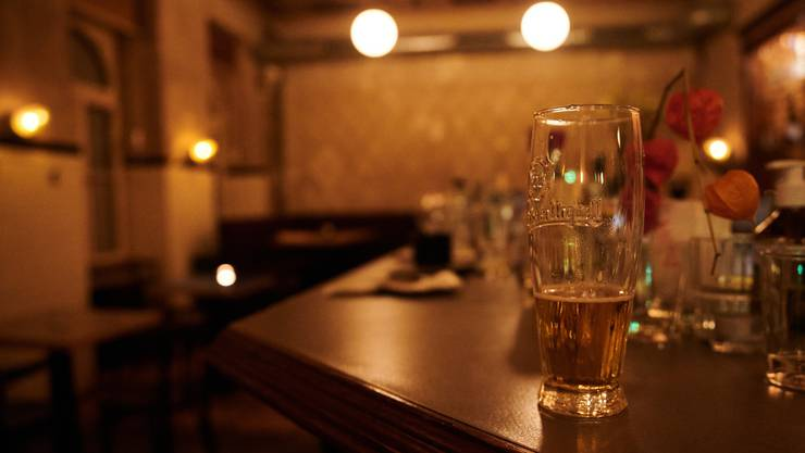 In Aargauer Bars und Clubs dürfen sich ab Dienstag nur noch maximal 50 Personen aufhalten.