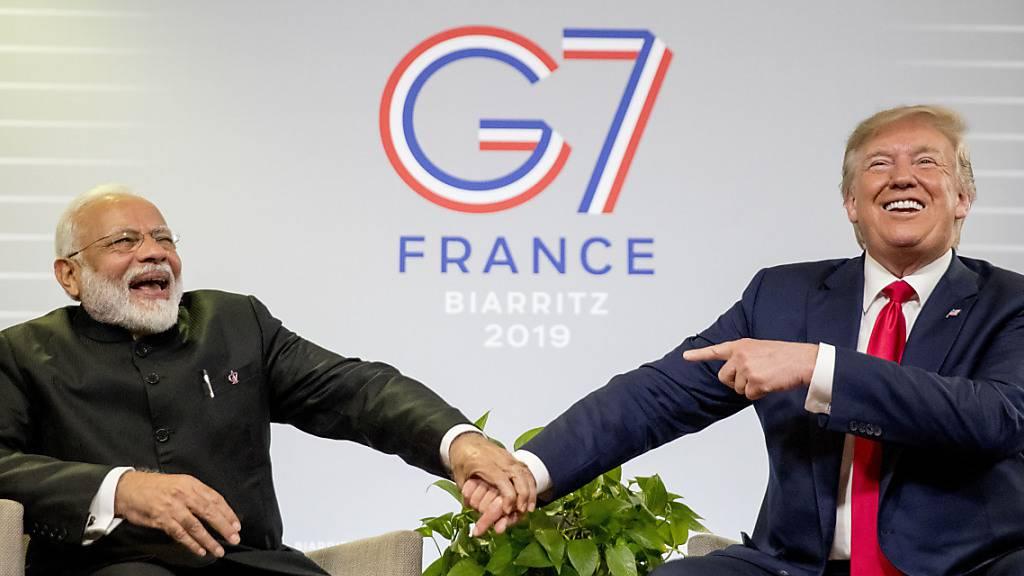 ARCHIV - Narendra Modi, Premierminister von Indien, und Donald Trump, Präsident der USA, bei bilateralen Gesprächen im Rahmen des G7-Gipfels. Foto: Andrew Harnik/AP/dpa
