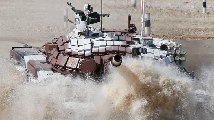 Die USA sind der grösste Waffenexporteur. Bild: Das mongolische Team an der Panzer-Biathlon-Weltmeisterschaft 2014 in der Nähe von Moskau.