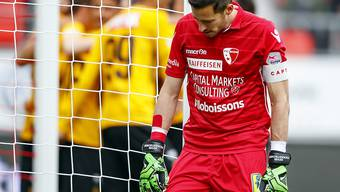 Sions Goalie Kevin Fickentscher wird von seinen Vorderleuten öfter im Stich gelassen